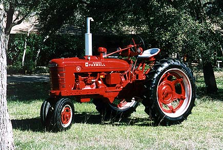 Farmall_tractor